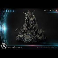 Tusked Alien