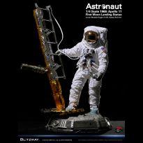 Astronaut (Apollo 11) 1/4